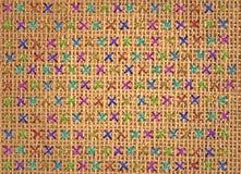 Zakończenie up kolorowy przecinający ściegu szczegół na projektant poduszce Zdjęcia Royalty Free