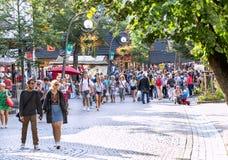 Zakopane, Polônia - 24 de agosto de 2015: Os povos estão andando Fotografia de Stock