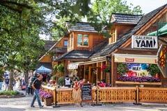 Zakopane, Polônia - 24 de agosto de 2015: Rua famosa de Krupowki Imagens de Stock