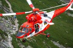 Zakopane Polen-Juli 4,2015: Helikopterbergräddningstjänst I Arkivfoton