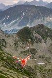 Zakopane Polen-Juli 4,2015: Helikopterbergräddningstjänst I Arkivbild