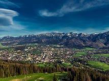 Zakopane Polonia, fotografía aérea del panorama Montañas Tatry de Polonia imagen de archivo