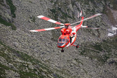 Zakopane, Polonia-luglio 4,2015: Servizio di salvataggio della montagna dell'elicottero i Fotografia Stock Libera da Diritti
