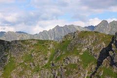 Zakopane, Tatrzańskie góry widzieć od wagonu kolei linowej Kasprowy fotografia royalty free