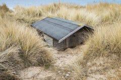 Zakopująca Plażowa buda Obrazy Royalty Free