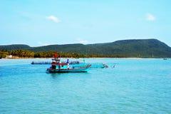 Zakotwiczać łódź na morzu Zdjęcie Stock