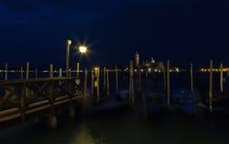 zakotwiczać kanałowe gondole uroczysty Venice Zdjęcia Stock