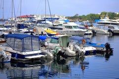 Zakotwiczający jachtu ranku widok Zdjęcie Royalty Free