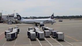 Zakotwienie, Alaska - około 2013 Zbiorniki i samoloty przy zakotwienie lotniskiem