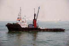 zakotwienie barki Singapore holownik Fotografia Royalty Free