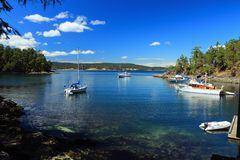 Zakotwienie i dok na Princess Margaret wyspie, zatok wyspy park narodowy, kolumbia brytyjska obrazy stock