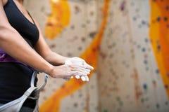 Zakrywać ręki z kredą Fotografia Royalty Free
