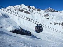 zakrywająca krajobrazowa halnej sosny śniegu świerczyny zima Zdjęcia Stock