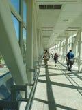 Zakrywający Footbridge stal i szkło Zdjęcie Royalty Free