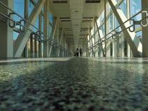 Zakrywający Footbridge stal i szkło Obrazy Stock