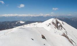 zakrywający halnego szczytu śnieg Zdjęcia Stock