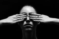 Zakrywający oczy obraz royalty free