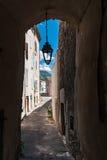 Zakrywający ulicy, drzwi, bramy i latarnie uliczne w europejczyku, Zdjęcia Stock