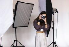 Zakulisowy photoshooting w studiu Obrazy Royalty Free