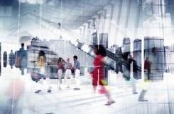 Zakupy centrum handlowego drużyny przyjaźni społeczności sceny Miastowy pojęcie Fotografia Royalty Free