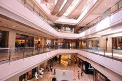Zakupy centrum handlowego wnętrze Fotografia Royalty Free