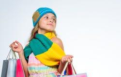 Zakupy centrum handlowego zyskowna transakcja piątek czarny zakupy Dziewczyny twarzy jesieni śliczna odzież dziający szalik i kap obrazy royalty free