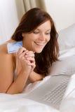 zakupy karciana kredytowa domowa online kobieta Obrazy Stock
