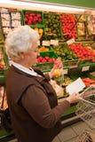 zakupy karmowy starszy supermarket Obrazy Royalty Free