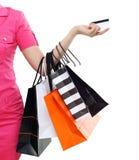 Zakupy kobiety mienia azjatykci szczęśliwi uśmiechnięci torba na zakupy odizolowywający na białym tle Obraz Stock
