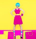 Zakupy kobiety zakupy pluskw szalony styl Fotografia Stock