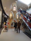 Zakupy miasto Satu Kobyli Rumunia otwiera 05/12/2018 rozjarzonych dekoracji fotografia stock