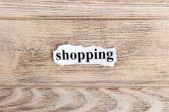 Zakupy tekst na papierze Słowo zakupy na poszarpanym papierze com pojęcia figurki wizerunku odpoczynku dobra trwanie tekst Fotografia Stock