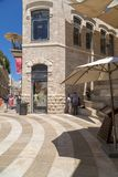 Zakupy ulica Alrov Mamilla aleja, Jerozolima obraz stock