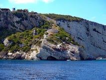Zakynthos-Grieche-Insel; Tritt Klippe zum Meer zurück Stockfotos