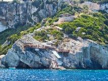 Zakynthos-Grieche-Insel; Tritt Klippe zum Meer zurück Lizenzfreie Stockbilder
