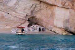 ZAKYNTHOS, GRIECHENLAND, am 27. September 2017: Blaue Höhlen und blaues Wasser von ionischem Meer auf Insel Zakynthos in Griechen Lizenzfreie Stockbilder