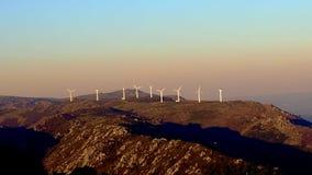 Zal turbines op de berg stock videobeelden