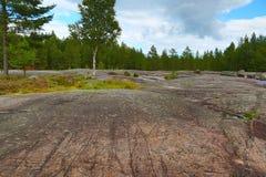 Zalavruga -刻在岩石上的文字风景在卡累利阿 免版税库存图片