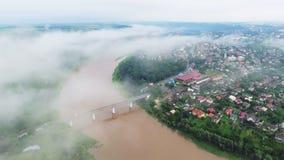 Zaleschiki空中英尺长度录影,捷尔诺波尔地区,乌克兰 全景在有雾的早晨 日出时间 飞行 影视素材