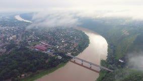 Zaleschiki空中英尺长度录影,捷尔诺波尔地区,乌克兰 全景在有雾的早晨 日出时间 飞行 股票录像
