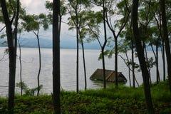 Zalewający domowy w Jeziornym Batur zdjęcie stock
