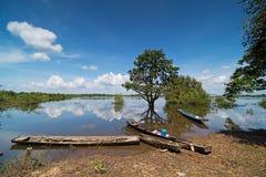 Zalewający krajobraz Z łodziami rybackimi zdjęcia royalty free
