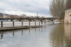 Zalewający Paryjscy bulwary obraz royalty free