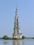 Zalewająca dzwonnica na Volga rzece w Kalyazin Fotografia Royalty Free