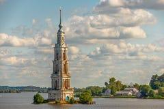 Zalewająca dzwonnica w Kalyazin, Rosja Fotografia Royalty Free