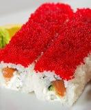 Zalm en de Sushi van Tobiko Maki Royalty-vrije Stock Foto's