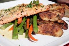 Zalm en groenten Royalty-vrije Stock Foto's