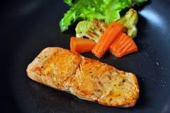 Zalmlapje vlees en groenten Royalty-vrije Stock Foto's