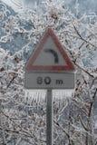 Zalodzony drogowy podpisuje wewnątrz Włoskich Alps w zimie Obraz Royalty Free