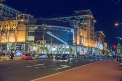 Zaludnia i miastowe ulicy, samochody i sklepy, Obrazy Royalty Free